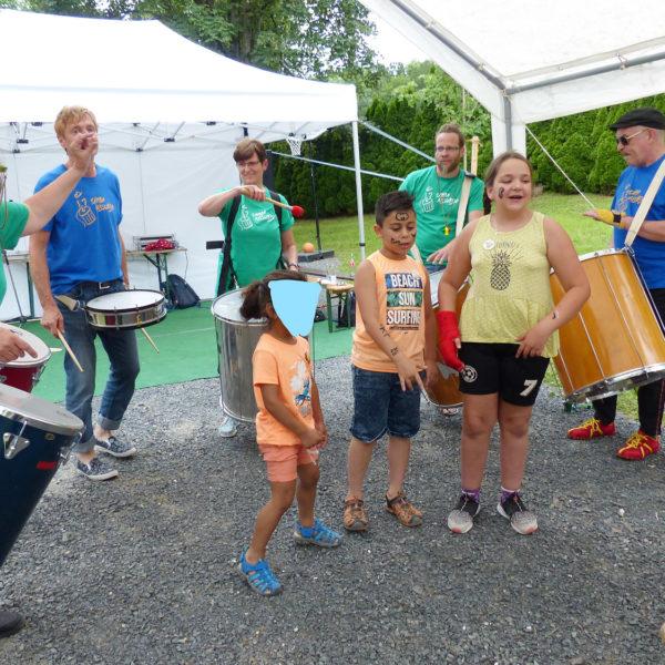 Samba Absurdo mit den Jugendhilfe-Rappern Melody und Bilal